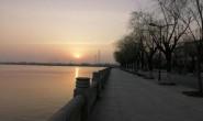 [冯祖稳] 诗歌-我在湖边走,鱼在水中游