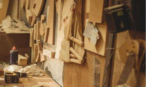让我把脚丫搁在黄昏中一位木匠的工具箱上-海子诗歌精选