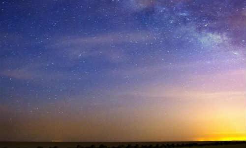 描写夜空的现代诗歌-夜空下