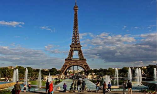 雨诗曼现代诗歌两首-艾菲尔铁塔、阳光.雨露